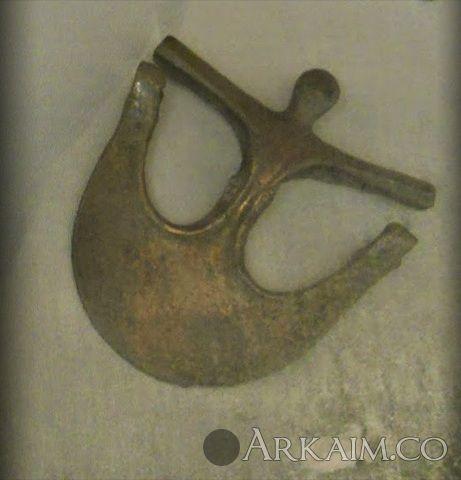 10123272 Бронзовая секира «сирийского типа» из шумерского города Ур. Коллекция Национального музея Ирака, Багдад