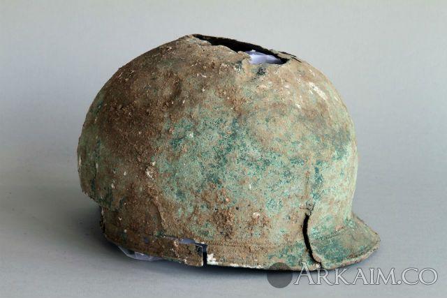 Английский фермер нашел редчайший шлем железного века